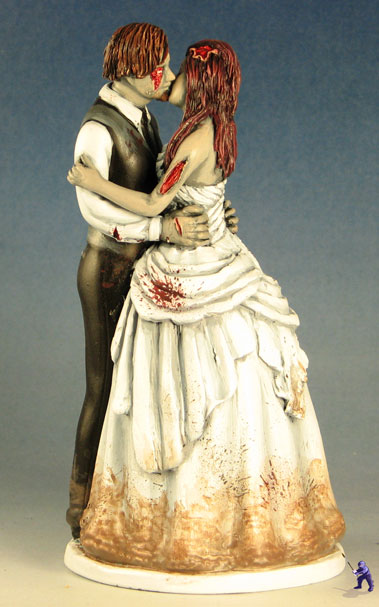 cake-topper-kissing-zombies